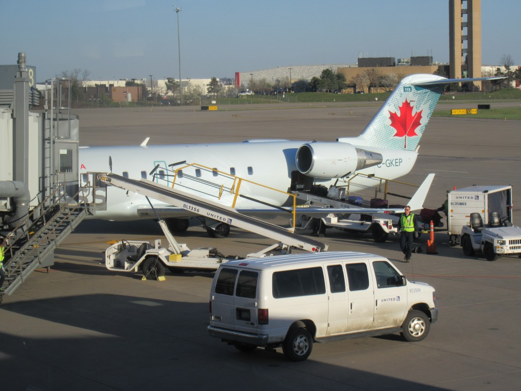 Air_Canada_Express_at_PIT
